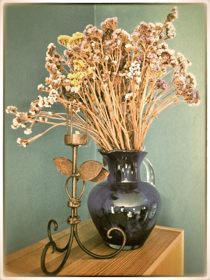 Still life with dried flowers.